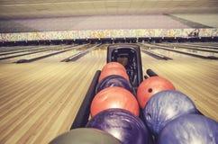 De rode, blauwe en purpere bal van het kegelkegelen Stock Fotografie