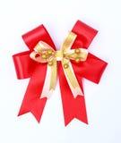 De rode boog van de satijngift. rode giftbogen met linten. op witte backgro Stock Foto's