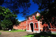 De rode bouw van de baksteenschool bij Kumamoto-universiteit, Kumamoto, Japan Stock Afbeeldingen