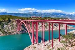 De rode Brug van de Ijzerweg over de rivier Zadar, Kroatië royalty-vrije stock fotografie