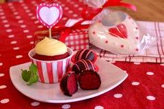 De rode Cake van het Fluweel knalt Stock Afbeeldingen