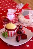 De rode Cake van het Fluweel knalt Royalty-vrije Stock Afbeeldingen