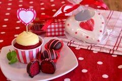 De rode Cake van het Fluweel knalt Stock Foto's