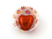 De rode Chocolade van het Hart in het Geval van de Cake van het Document Stock Fotografie