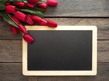 De de rode dag of Lente van Tulpenpasen stock foto's