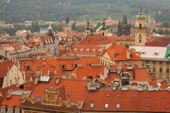 De rode daken van Praag Royalty-vrije Stock Afbeeldingen