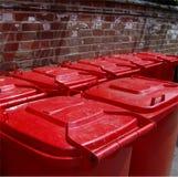 De rode deksels van de wheeliebak Stock Afbeeldingen