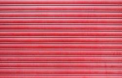 De rode deur van de metaalgarage Royalty-vrije Stock Fotografie