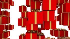 De rode die giftdozen met gouden linten worden verpakt vallen op witte achtergrond Loopableanimatie voor Kerstmis, vakantie en stock video