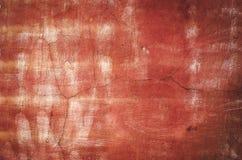 De rode doorstane achtergrond van de pleistermuur Stock Foto's