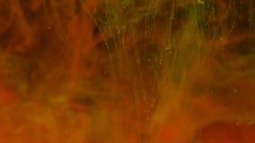 De rode en gele kleurenverf inkt explosie in water in langzame motie op zwarte achtergrond met met inkt besmeurde wolk die wervel vector illustratie