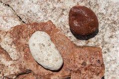 De rode en witte stenen van Yin Yang Stock Foto