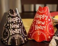 De rode en Zwarte Gelukkige Hoeden van de Nieuwjaarpartij Royalty-vrije Stock Foto