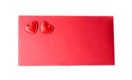 De rode envelop wordt verzegeld door een hart twee royalty-vrije stock fotografie
