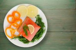 De rode filets van de vissenforel op een plaat Stock Afbeelding