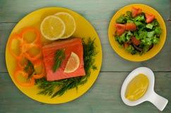 De rode filets van de vissenforel op een plaat Royalty-vrije Stock Foto