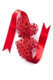 De rode geïsoleerde Valentijnskaarten van het hartenlint Royalty-vrije Stock Foto