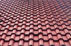 De rode geweven achtergrond van het tegelsdak Close-upbuitenkant Royalty-vrije Stock Afbeelding