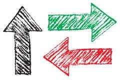 De rode, groene en zwarte grungy hand getrokken die pijlen als richtingstekens worden geplaatst maakten met het potlood van de ha royalty-vrije illustratie