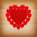 De rode harten van valentijnskaarten Royalty-vrije Stock Afbeeldingen