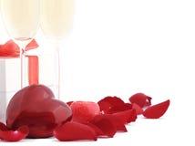 De rode hartvorm en nam blad toe Stock Afbeeldingen