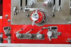 De rode Hefbomen van de Brandvrachtwagen Stock Foto