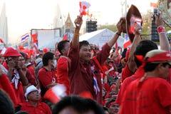 Is de Rode het overhemdsprotesteerder van de close-up protest tegen t stock afbeeldingen