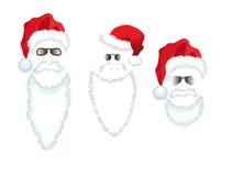 De rode Hoed, de baard en de glazen van de Kerstman. Stock Foto's
