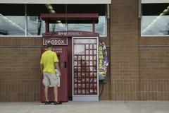 De rode Kiosk van de Doosdvd Huur stock afbeelding