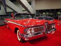 De rode Klassieke Auto van de Spier op Vertoning Stock Afbeeldingen
