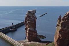 De rode klippen op eiland Helgoland Duitsland royalty-vrije stock foto