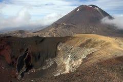 De rode Krater, zet Ngauruhoe, Cros Tongariro op Stock Fotografie