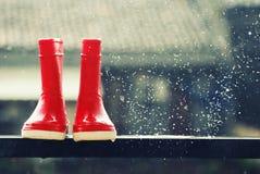 De rode Laarzen van de Regen Stock Afbeeldingen
