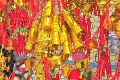 De rode lantaarns en de gelukkige punten zijn voor verkoop in het maan nieuwe jaar op de straat van Vietnam Royalty-vrije Stock Afbeelding