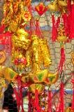 De rode lantaarns en de gelukkige punten zijn voor verkoop in het maan nieuwe jaar op de straat van Vietnam Royalty-vrije Stock Foto's