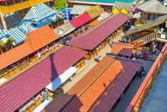 De rode marktdaken Stock Afbeeldingen
