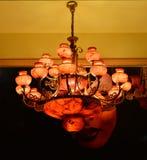 De rode marmeren kroonluchterverlichting, Muurblaker, Warm licht, het licht van hoop, steekt omhoog uw droom, Romantische tijd aa Royalty-vrije Stock Afbeelding