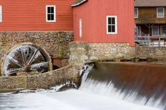 De rode Molen met Watervallen Royalty-vrije Stock Foto