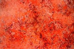 De rode muur van de de voorgevelsteen van de roestkleur met onvolmaaktheden, gaten en barsten als lege rustieke en eenvoudige abs royalty-vrije stock afbeeldingen
