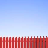 De rode Omheining van het Piket en Duidelijke Blauwe Hemel Royalty-vrije Stock Afbeeldingen