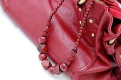 De rode parels en zak van de vrouw Royalty-vrije Stock Afbeeldingen