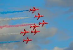 De Rode Pijlen die Vertoning Team Five Hawk Jets vliegen Stock Fotografie