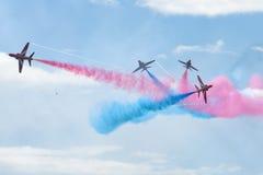 De Rode pijlen van Royal Air Force - de lucht toont in Estland Tallinn 2014 ye Stock Afbeelding