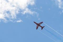 De Rode pijlen van Royal Air Force - de lucht toont in Estland Tallinn 2014 ye Stock Afbeeldingen