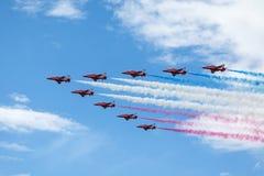 De Rode pijlen van Royal Air Force - de lucht toont in Estland Tallinn 2014 ye Royalty-vrije Stock Fotografie