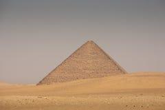 De Rode piramide van Dahshur in Giza, Egypte stock afbeeldingen