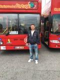 De rode Reis van de Toeristenbus rond Lissabon Stock Afbeeldingen