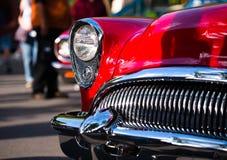 De rode retro uitstekende details van de chroomauto Stock Foto's