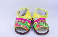 De rode schoenen van het jonge geitje Royalty-vrije Stock Fotografie