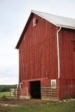 De rode Schuur van het Landbouwbedrijf Stock Foto's